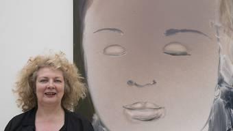 """Marlene Dumas vor ihrem Gemälde """"Helena's Dream"""" (2008) in der Fondation Beyeler in Riehen (Keystone)"""