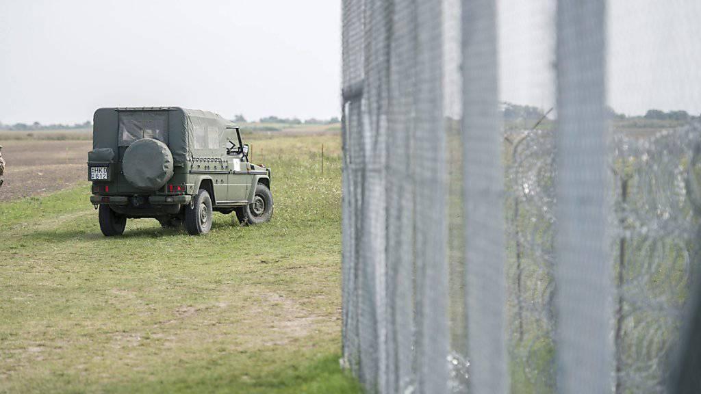 """""""Kettenreaktion auslösen"""": Deutscher Polizeigewerkschaftschef will Ungarns Beispiel folgen und einen Grenzzaun einrichten."""