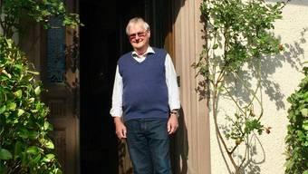 Alfred Ruhoff vor seinem Wohnhaus in Bremgarten-West.