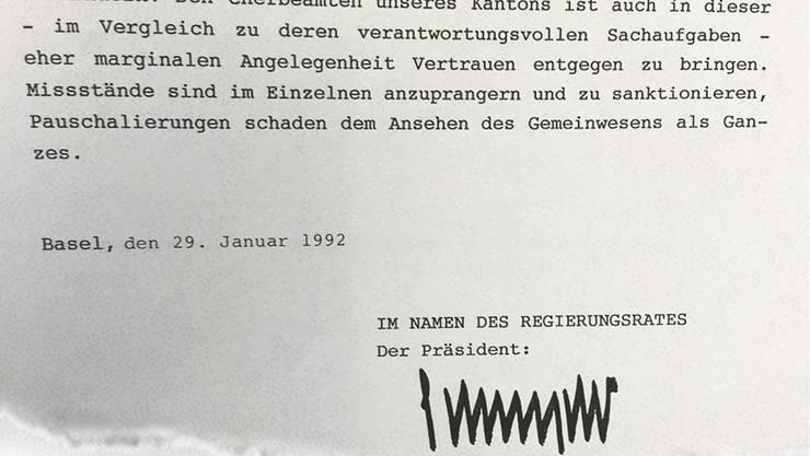 Regierungsrat Karli Schnyders unverwechselbare Unterschrift auf der geharnischten Antwort des Regierungsrates aus dem Jahr 1992.