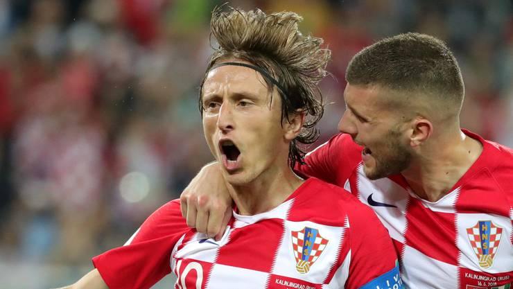 Luka Modric übernimmt Verantwortung und versenkt den Ball gekonnt zum 2:0 für Kroatien. Die Freude ist bei ihm anschliessend gross.