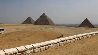 Aufregung in den Sozialen Medien: Ein Paar aus Dänemark soll sich an den berühmten Pyramiden von Ägypten nackt fotografiert haben. (Archivbild)