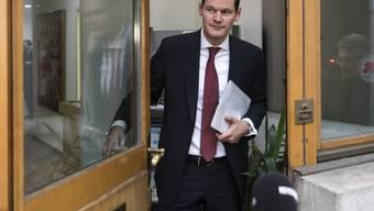 Unter Druck: Pierre Maudet will am Mittwoch nicht nach Bern, um dem FDP-Vorstand Auskunft zu seiner umstrittenen Reise zu geben. (Archiv)