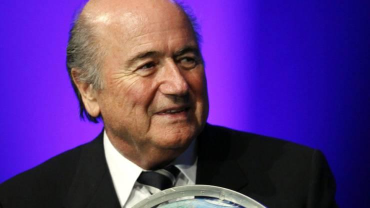 """Sepp Blatter ist stolz, dass die FIFA """"auch in Krisenzeiten so reibungslos funktioniert"""""""