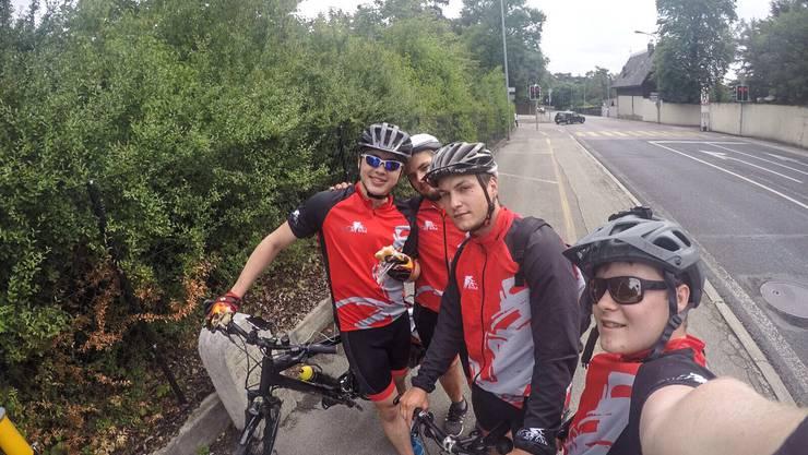 Gruss aus Frankreich: Ueli, Marco, Matteo und Raffael.
