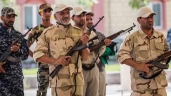 Freiwillige irakische Kämpfer trainieren in der Stadt Kerbela
