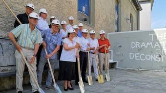Nach den Politikern kamen keine Bauarbeiter: Offizieller Spatenstich für den Reithalle-Umbau am 25. Juni.