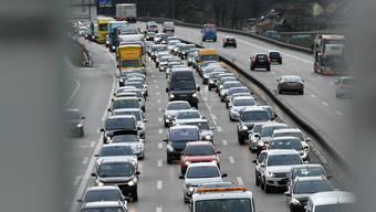 Auf den Autobahnen wird nur noch ein kleiner Rückgang im Vergleich zur Vor-Corona-Zeit gemessen.
