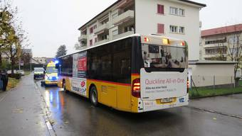 Burg, 15. November: Postauto erfasst Senior