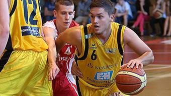 Stefan Petkovic (r.) ersetzte in der Schlussphase den foulbelasteten Starwings-Captain Joël Fuchs.