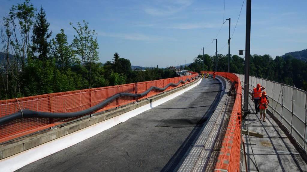 Wie von der SOB angekündigt, muss die Totalsperre der Strecke St.Gallen Haggen - Herisau verlängert werden.