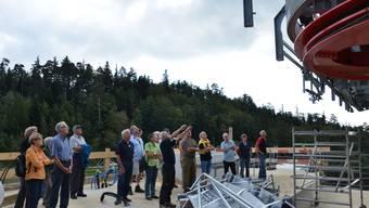Heinz Obi, stellvertretender Technischer Leiter der Seilbahn Weissenstein, gibt Einblicke in die Baustelle der Zwischenstation auf dem Nesselboden.
