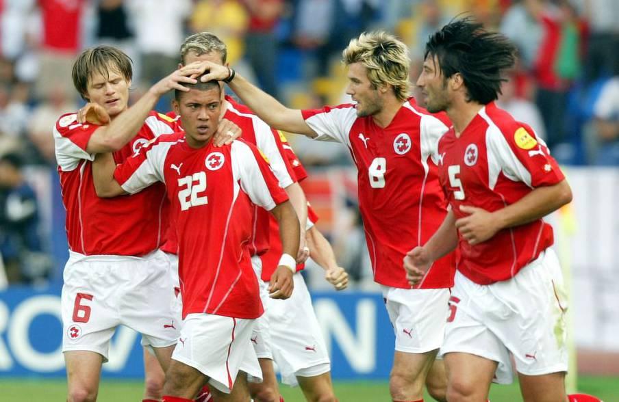 Die Tore beim Vorrundenspiel Schweiz gegen Frankreich an der Euro 2004