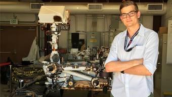 «Ein super Gefühl»: Maschinenbau-Student Nico Reppas im kalifornischen Labor vor dem Testmodell des Rovers, der 2020 auf den Mars geschickt werden soll.HO
