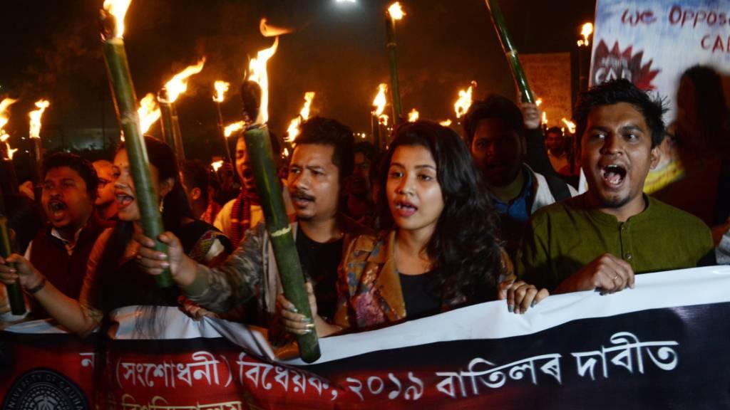 Proteste in Indien gegen Gesetzentwurf zur Staatsangehörigkeit