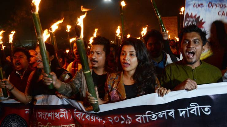 In Indien sind zahlreiche Menschen gegen ein neues Gesetz zur Staatsangehörigkeit auf die Strasse gegangen.
