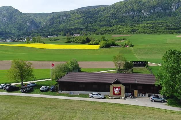 Langendorf ist eines der Austragungsorte des Feldschiessens. Fürs Wochenende wird auf der Wiese vorne ein Festzelt aufgestellt.