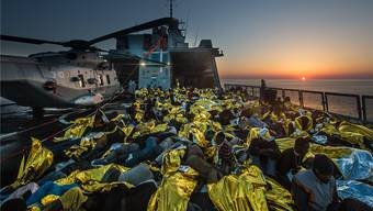 Trügerisches Glück: Für seinen neuen Dokumentarfilm begab sich Markus Imhoof auf ein Schiff der italienischen Marine, das im Mittelmeer Flüchtlinge aus Afrika aufgriff. «Eldorado» läuft ab 8. März in den Schweizer Kinos.
