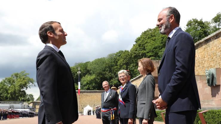 Premierminister Edouard Philippe (rechts) legte in der Coronakrise an Beliebtheit zu – zum Missfallen von Präsident Macron.