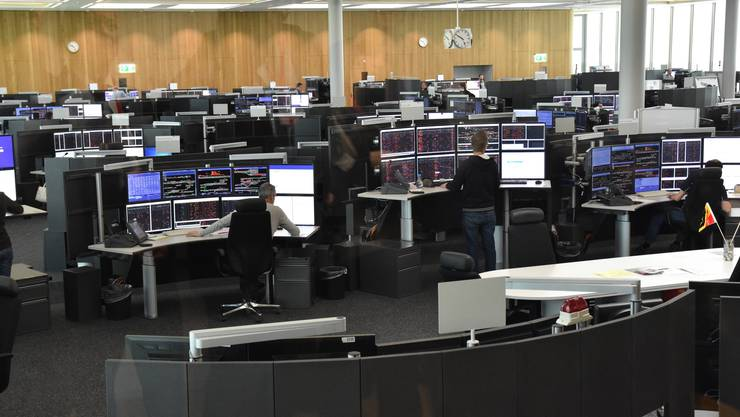 750 Kilometer Bahnnetz werden in der Betriebszentrale Mitte überwacht und gesteuert. Dazu gehören 188 Bahnhöfe, 2850 Weichen und 3050 Signale.