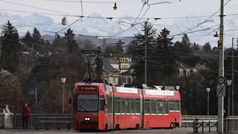 Ein Tram in der Stadt Bern