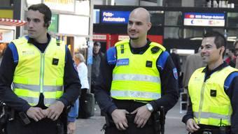 Bewaffnete Sicherheitskräfte stossen bei der Bevölkerung auf zwiespältige Reaktionen
