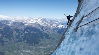 Spektakuläre Bilder von Eiger-Nordwand Aufstieg.