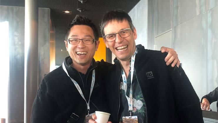 Kevin Heng und Didier Queloz an einer Konferenz diesen Sommer.