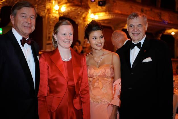 UBS-Chef Marcel Ospel mit Gattin Adriana Bodmer, Daniela Weisser, Freundin von Opernhaus-Intendant Alexander Pereira (vlnr.) am Opernball Zürich, 8. März 2008 - weniger als ein Monat später war er weg und tauchte ab.