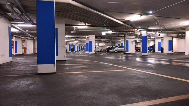 Sogar zu Haupt-Einkaufszeiten ein alltägliches Bild: reichlich freie Parkplätze wie hier im Hammer-Parking.