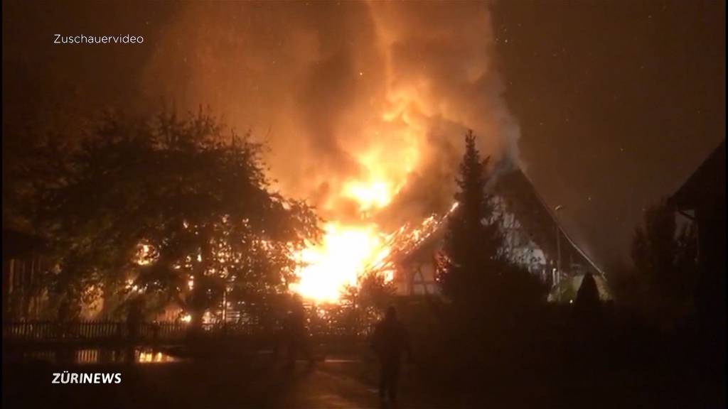 Grossbrand in Höri: Wohnhaus geht in Flammen auf