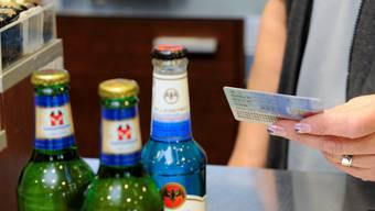 Tankstellenshops sollen keinen Alkohol mehr verkaufen dürfen.  om Tankstellenshops sollen keinen Alkohol mehr verkaufen dürfen.  om