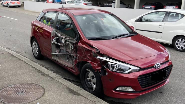 Die Personenwagenlenkerin wurde bei der Kollision leicht verletzt.