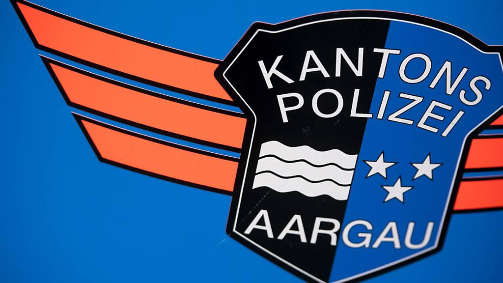 Das Opfer eines Raubüberfalls in Beinwil am See AG informierte die Polizei selbst. Der 87-jährige Mann musste ins Spital. Die Täter sind auf der Flucht. (Symbolbild)