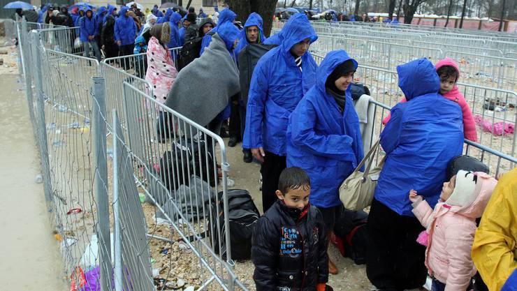 Flüchtlinge lassen sich registrieren am 22. November 2015 in Presevo bei Serbien.