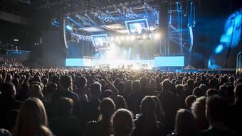 Im Zürcher Hallenstadion sind nach den Terror-Anschlägen in Europa die Sicherheitsmassnahmen überprüft worden. Bessere Kontrollen und mehr Zeit sollen die Sicherheit der Konzertbesucher verbessern.