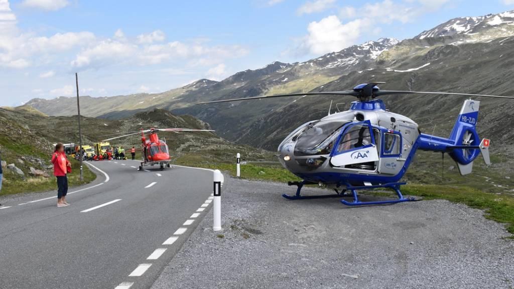 Bei der Kollision am Flüelapass starb ein Motorradfahrer.