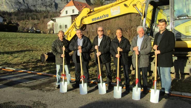 Von links: Rainer Germann (Baupräsident), Christoph Kohler (Fluri AG), Beat Allemann (Statthalter), Benno Schmid (Standort- und Wirtschaftsförderung), Paul Fluri (Inhaber Paul Fluri AG) Mario Simic (Fluri AG Planung)