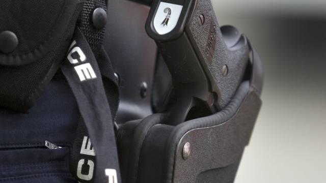 Die Polizei überwältige nach Schüssen einen Mann (Symbolbild)