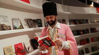 An der 70. Ausgabe der Frankfurter Buchmesse ist Georgien Ehrengast. An der weltgrössten Bücherschau präsentieren bis nächsten Sonntag 7500 Aussteller aus 110 Ländern ihre Produkte.
