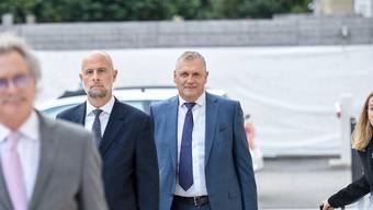 Der frühere Fifa-Generalsekretär Jéròme Valcke (rechts) bei seiner Ankunft vor dem Bundesstrafgericht in Bellinzona.