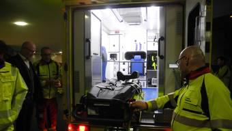 Die elektrisch ausfahrbare Fahrtrage ist die grösste Innovation des neuen Rettungsfahrzeuges.