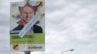Mit wenigen Plakaten auffallen: Die GLP Bezirk Muri bringt mit ihren Jasskarten zum Schmunzeln.