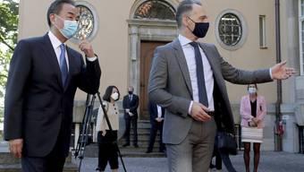 Der deutsche Aussenminister Heiko Maas (r.) mit seinem chinesischen Amtskollegen Wang Yi in Berlin.