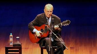 João Gilberto ist im Alter von 88 Jahren gestorben. Der Gitarrist und Sänger galt als einer der Väter des Bossa Nova. (Bild von 2008)
