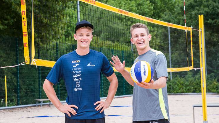 Der grosse, langfristige Traum der beiden Basler Beachvolleyballer Florian Breer (l.) und Yves Haussener ist klar: Teilnahme an Olympischen Spielen.