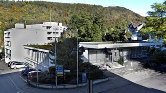 Das Credit-Suisse-Gebäude soll Alterswohnungen und einer Pflegestation weichen. Was mit den Wohnhäusern links hinten passiert, ist offen. niz