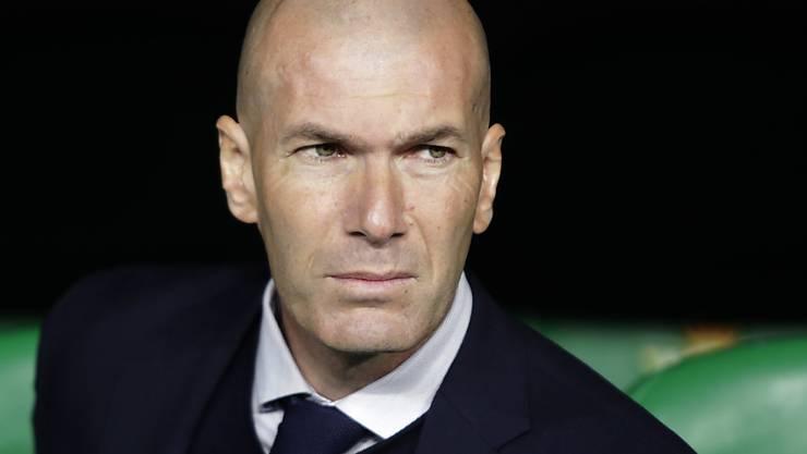 Zinédine Zidane und andere Fussballgrössen applaudieren für das Gesundheitspersonal