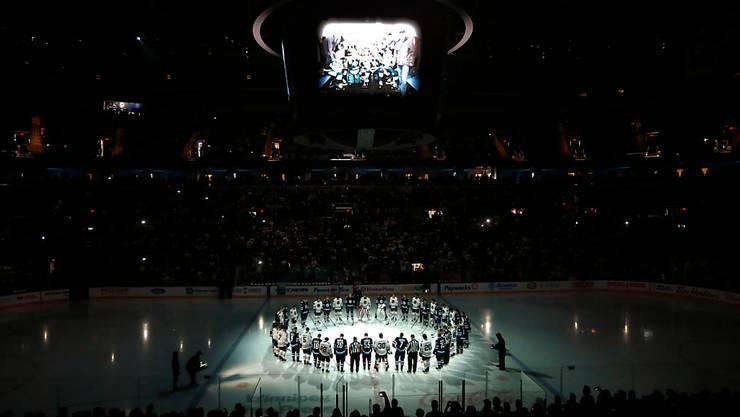 Auch die NHL trauerte wegen des Bus-Unglücks um die Humboldt Broncos (im Bild die Partie Winnipeg gegen Chicago vor Spielbeginn).