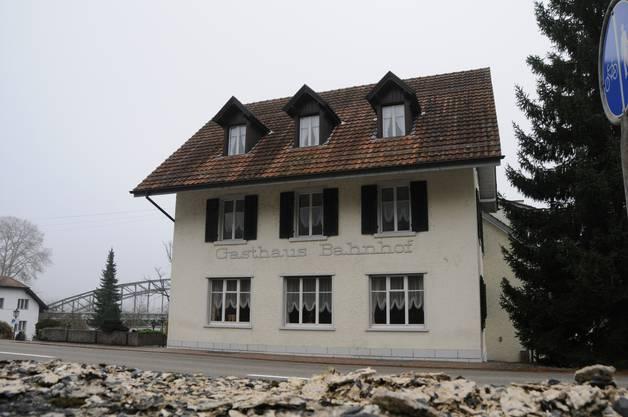 In der Hotel-Restaurant-Liegenschaft hat es Platz für bis zu 50 Asylbewerber, Mitte September 2016 sind dort 35 Personen untergebracht.